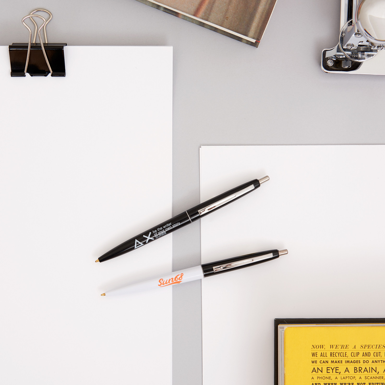 PEN (2) WHITE / BLACK